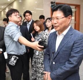 [서울포토] '탈당 기자회견' 홍문종 자유한국당 의원
