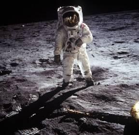 달 착륙 모습은 또다른 예술적 걸작 [한컷의울림]
