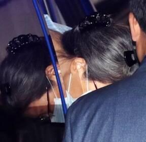 [서소문사진관]900일 만에 구치소 나선 박근혜 전 대통령. 어깨 수술 위해 2달 간 입원