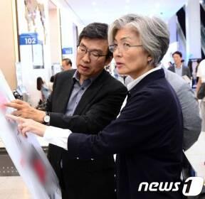 한·아세안 정상회의 60일 앞으로..강경화, 부산 준비 상황 점검