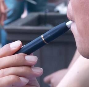 쥴·릴 베이퍼 세금 오르나..액상형 전자담배 세율조정 검토