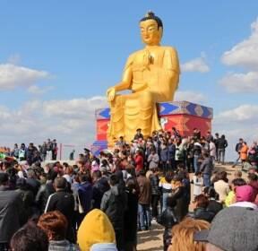 [서소문사진관] 유럽 최고(最高) 12.5m 황금불상이 러시아에?
