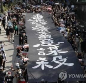 """""""백색테러 두렵지 않다"""" 홍콩 시민 수만 명 20주째 주말 시위"""