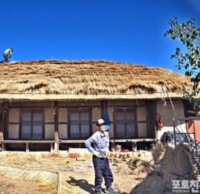 [포토친구] 초가집 지붕 올리기