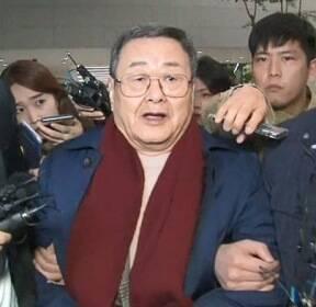 '성폭행 혐의' 김준기 전 동부 회장 귀국..경찰, 긴급체포
