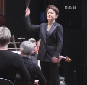 천재 첼리스트에서 지휘자로..장한나의 첫 내한공연