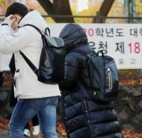 '불청객' 수능 한파..수험생들 중무장, 시험장 앞 응원 열기