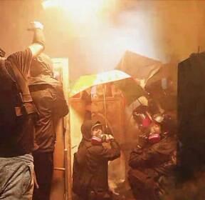 """""""교통 마비"""" 밤낮없는 홍콩 시위..유학생들 귀국길 올라"""