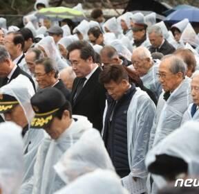순국선열의 날 기념식, 묵념하는 이낙연 총리