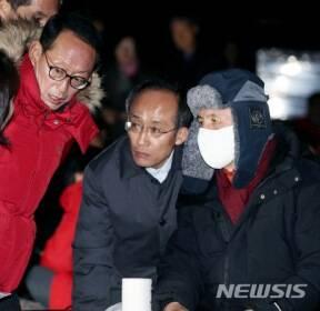 의원 긴급간담회하는 자유한국당