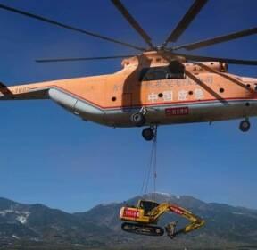 [서소문사진관]산골마을 도로공사에 세계서 가장 큰 헬기 동원한 중국