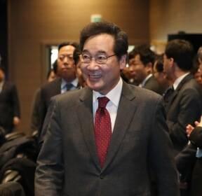 국가관광전략회의장 찾은 이낙연 총리