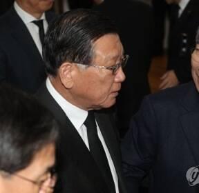 고 신격호 명예회장 빈소서 만난 박삼구-정운찬