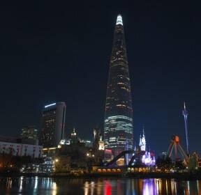 [포토]신격호 별세..조의 불 밝힌 롯데월드타워