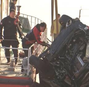 성산대교서 SUV 난간 뚫고 한강 추락..운전자 사망