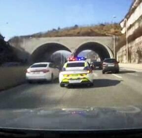 경찰 사이렌 울리자 '모세의 기적'..임신부 구했다