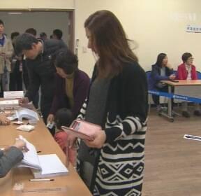 """[여론조사]① """"지역구 현역의원 안 뽑아, 51%"""""""