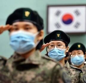 [서소문사진관]마이크 쥔 사람만 열외..'마스크 입소식' 열린 간호사관학교