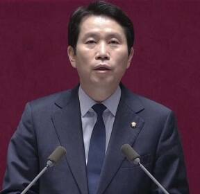 """이인영 """"국민 목소리 무겁게 받아들여""""..공식사과"""