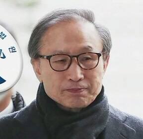 이명박, 항소심서 징역 17년 '중형'..350일 만에 재수감
