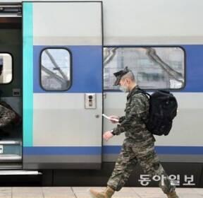 [퇴근길 한 컷] '군인 휴가 중단'  군부대도 코로나19 비상
