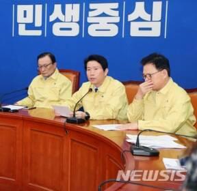최고위원회의에서 발언하는 이인영 원내대표