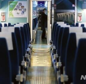 신종 코로나 확산 '텅빈 KTX 열차'