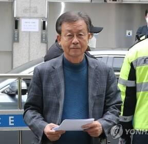 당사 들어서는 민주당 원혜영 공천관리위원장