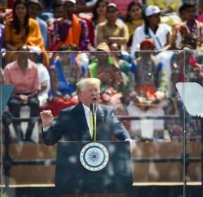 '나마스테 트럼프' 행사서 연설하는 트럼프