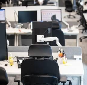 '코로나19 확산 공포' 텅 빈 대기업 사무실