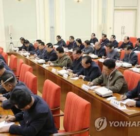 북한, 코로나19 논의 당 정치국 확대회의..김정은 참석