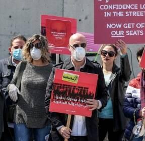 코로나19 발생국 항공편 중단 요구하는 레바논 시위대