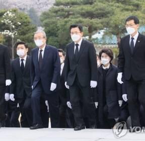 국립서울현충원 방문한 미래통합당 선대위