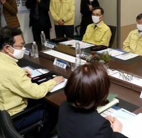 [사진]코로나19 대응 원격교육 현장 간담회 갖는 정세균 총리