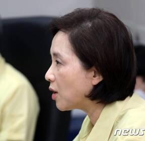 유은혜 '코로나19로 부터 안전한 학교가 되도록'
