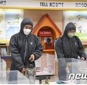 """""""감염병 차단을"""" 해병대6여단, 초등학교 방역지원"""
