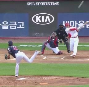 3년 만에 돌아온 KIA 김호령, 첫 스윙부터 시원한 '홈런'