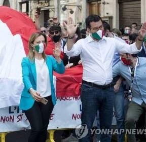 코로나19 속 반정부 집회 강행한 이탈리아 극우