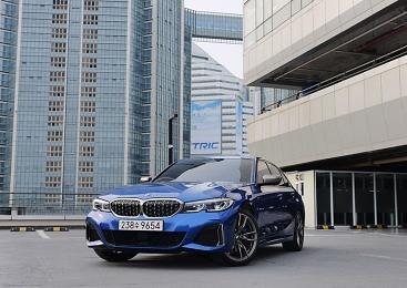 [시승기] 강렬한 드라이빙과 세단의 여유의 완벽한 공존, 'BMW M340i'