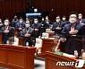 "PK파 '가덕도법' 독자행보에 야 '부글부글'..비영남권 ""멍청한 짓"""