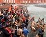 누적 확진자 1000만명 넘는 인도 현재 상황..대규모 힌두 축제 열려