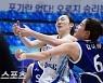 박혜진-김아름 '치열한 리바운드 다툼' [MK포토]