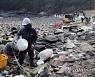 태안 해변에 떠밀려온 해양쓰레기