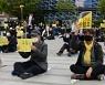 '세월호 7주기에 광장에 모인 전주 시민들'