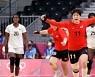 여자 핸드볼, 종료 11초 남기고 극적 무승부..8강 불씨 살려