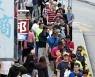 충성서약에 홍콩 민주진영 구의원 55명 자격 박탈..미 · 영 비판