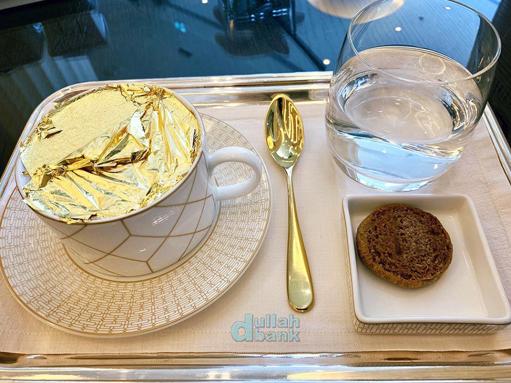 [기타] 샐러드에서 칵테일까지, 금을 너무나도 사랑하는 UAE에서 맛볼 수 있는 금박 가미된 먹거리