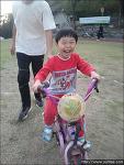 기저귀 차고 자는 다섯살 아이, 두발 자전거 혼자 타다