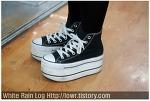 요즘 여자들의 개성적인 신발 스타일링 방법