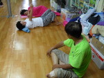 포이동 봉사지에서 신동은 선생이 12차 233명을 진료하였습니다(11.08.13).